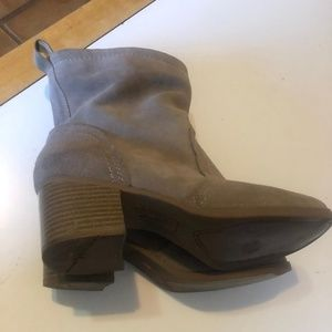 White Mountain Taupe Suede Boots